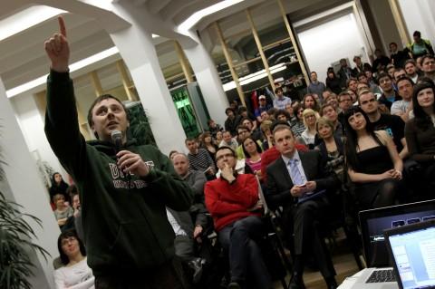 Petr Dvořák z Inmite seznámil publikum s novinkami v aplikaci televize ČT24. Foto: Ondřej Besperát