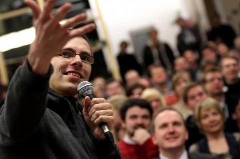 Ján Ilavský ze slovenského studia Frogfoot prezentuje aplikaci Magio TV. Foto: Ondřej Besperát
