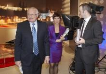 Prezident Václav Klaus na Nově, v pozadí moderátorka Markéta Fialová. Foto: archiv TV Nova