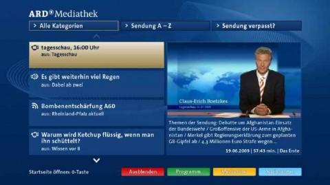 Na obrazovce lze díky HbbTV zároveň sledovat vysílání i listovat archivem. Foto: ČT