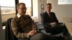 Luděk Motyčka (Google ČR) a Mark Martin (Ataxo) oznamují strategické partnerství. Foto: Ondřej Aust