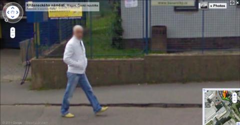 Záběr Google Street View z Kříženeckého náměstí na pražském Barrandově