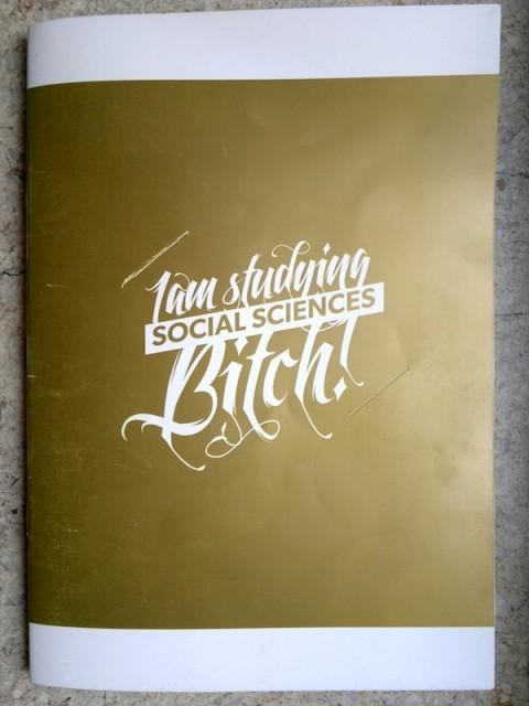 I'm studying social sciences, bitch! Informační brožura pro prváky FSV UK ve zlatě