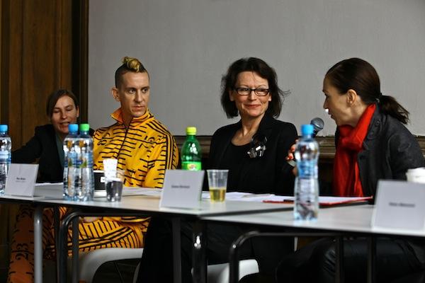 Jeremy Scott (vlevo) se v rámci Designbloku zúčastnil i tzv. Fashion Talks