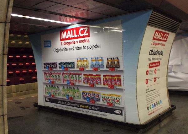 Virtuální drogerie ve stanici metra Flora