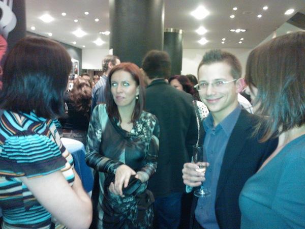 Úspěšní se ve foyer setkali už před programem: Jan Řežáb a jeho tým dostali za Socialbakers.com cenu za nejlepší globální projekt českého původu