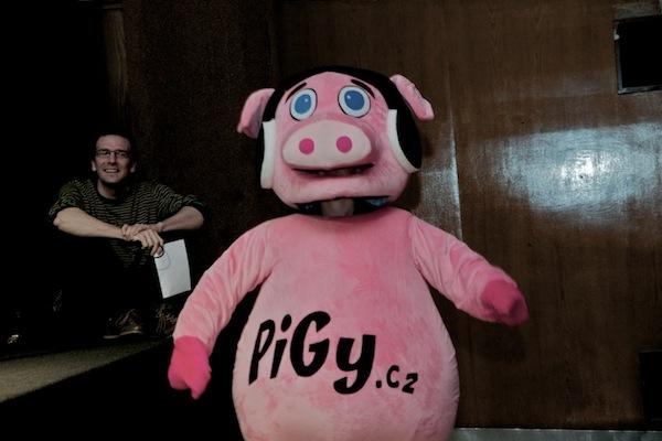 Nejvíc se diváci bavili u postavičky prasete Pigy, při prezentaci aplikace Chrochtátko od studia Inmite. Foto pro Médiář.cz: Ivana Dvorská