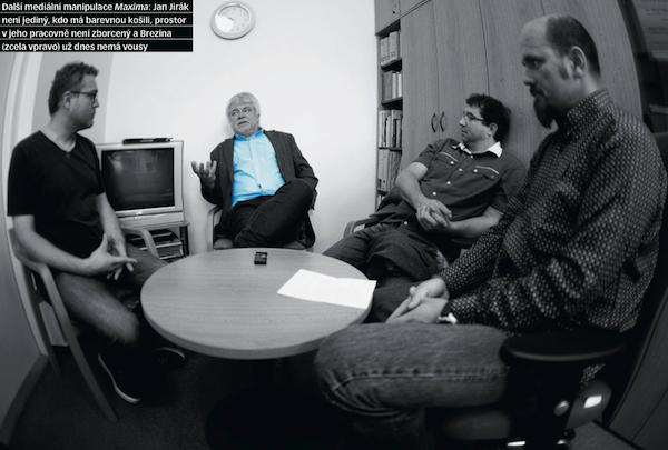 Profesor Jan Jirák v rozhovoru s redaktory časopisu Maxim. Foto: Daniel Vojtěch
