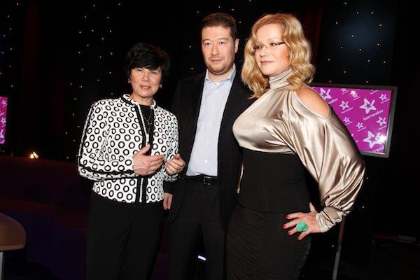 Zleva šéfka televize Janka Vozárová, Jitka Asterová a Tomio Okamura. Foto: TV Barrandov