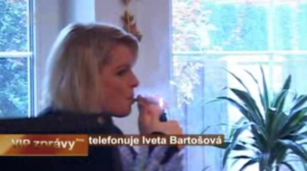 Čtvrteční VIP zprávy obsahovaly několikaminutový telefonát s Ivetou Bartošovou. Repro: Stream.cz/TV Prima