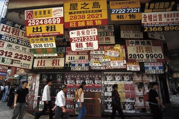 Lidé na trhu v Hong Kongu. Foto: Profimedia.cz, F1 Online