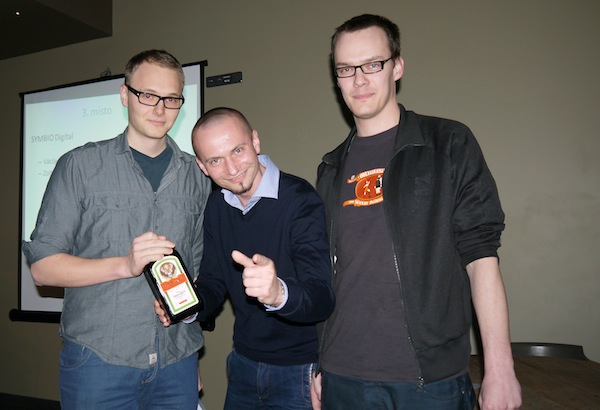 Třetí místo v kategorii Cyber brali Václav Krbůšek a Zoltán Páll, uprostřed porotce Tomáš Otradovec