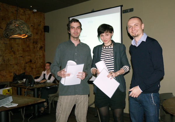 Vítězové kategorie Cyber na Young Lions 2012 Ondřej Hanel a Lenka Šimáková, s porotcem Tomášem Otradovcem