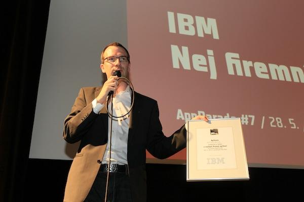 Slovy Vojty Ročka: zástupci IBM, kteří tu nejsou, vybrali aplikaci, která prezentaci neměla. Foto: Tomáš Pánek