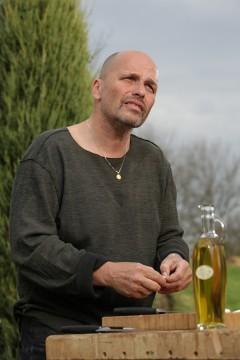 Zdeněk Pohlreich v pořadu Šéf na grilu 2. Foto: TV Prima