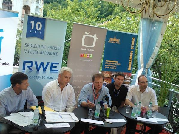 Zleva Michal Dolana, Martin Chalupský, Petr Dvořák, Petr Tichý, Martin Herrmann na konferenci ve Varech