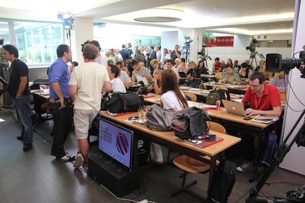 Seriál Gympl předurčil ladění tiskové konference do školní učebny, jako přednášku. Foto: Linda Matásková
