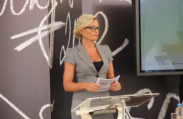 Lucie Borhyová jako paní učitelka celou přednáškou provázela. Foto: Linda Matásková