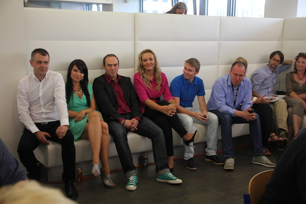 Skvadra Televizních novin, vpravo v modré košili její velitel Vladimír Mužík. Foto: Linda Matásková