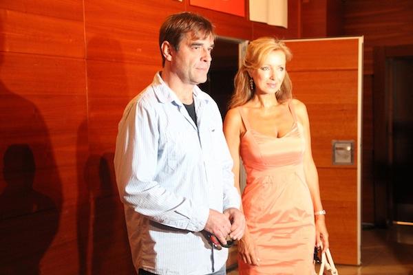 Miroslav Etzler a Kateřina Brožová byli tvářemi Pojišťovny štěstí, teď hrají v Cestách domů. Foto: Linda Matásková