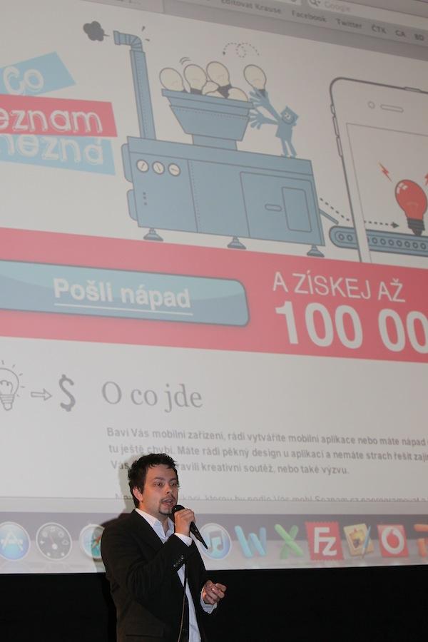 Produktový manažer Seznamu Lukáš Pulda naděluje. Foto: Tomáš Pánek