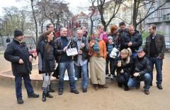 Seriál Ententýky vyrábí pro Českou televizi společnost Eallin TV Pavla Anděla (vpravo vedle klapky), Lukáše Skalníka a Martina Hovorky. Foto: ČT