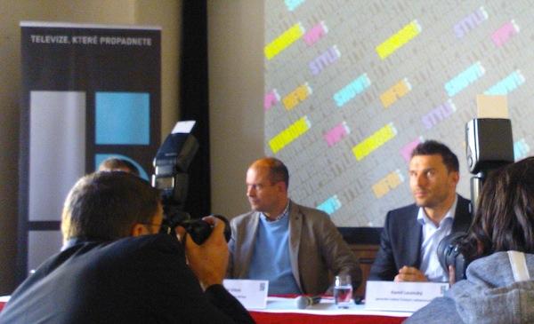 Generální ředitel stanic Pětka a Metropol Marek Vítek a generální ředitel Českých Radiokomunikací Kamil Levinský