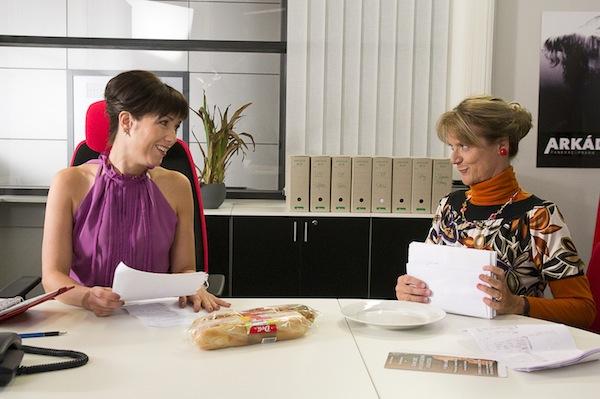 Hlavní roli v Obchoďáku dostala místo zraněné Báry Munzarové Tereza Kostková (vlevo). Cyklus se natáčel v pražských Arkádách. Foto: TV Prima