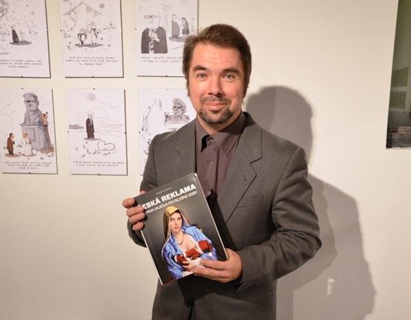 Jaroslav Krupka, právem hrdý na své čerstvě vydané dílo. Foto: Jakub Novák