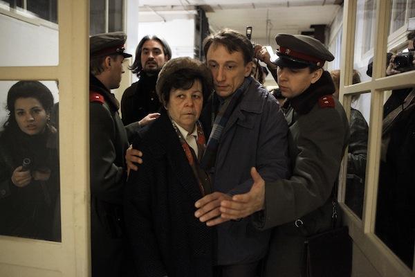 Jaroslava Pokorná jako Palachova matka Libuše, Petr Stach jako Janův bratr Jiří. Foto: HBO