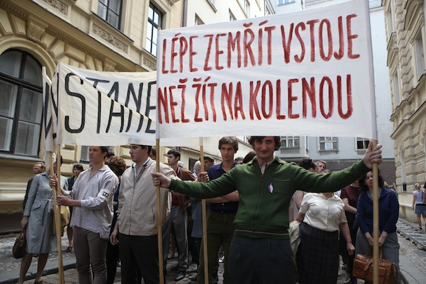 Studentské protesty proti sovětské okupaci Československa. Foto: HBO