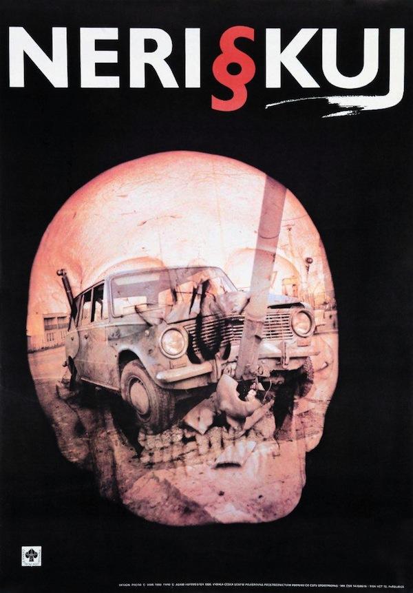 Plakát Neriskuj – 90. léta, předmětem je havarijní pojištění.