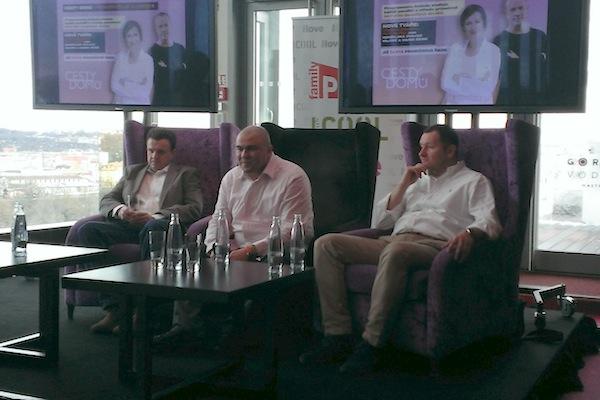 Vedení Primy v baru Cloud 9 hotelu Hilton: zleva Martin Konrád, Petr Vladyka, Daniel Grunt