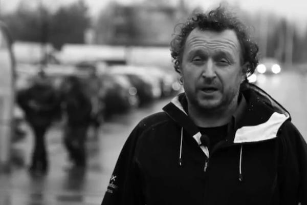 V roli kritika reklam střídá Viléma Rubeše Martin Charvát, místo mainstreamových spotů půjde po lokálních billboardech