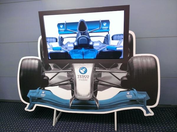 Vizuál z kampaně Tesco Mobile. Je původně zahraniční, použita už byla v Británii či na Slovensku