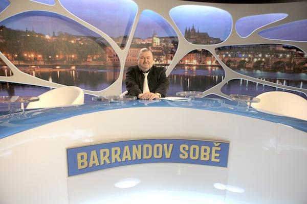 Pořad využívá tytéž nové kulisy jako publicistický týdeník Témata týdne. Foto: TV Barrandov