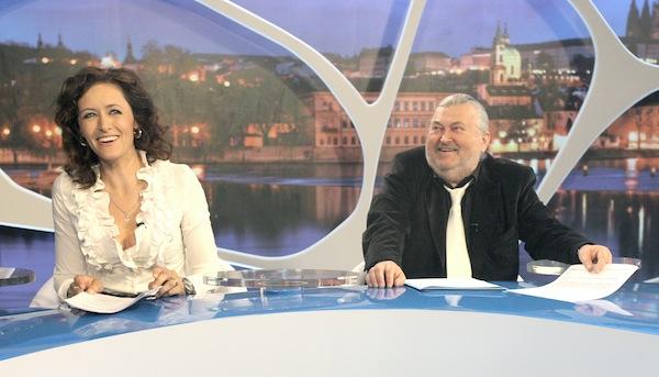 S Ringo Čechem v pořadu vystupuje Lenka Fialová Novotná. Foto: TV Barrandov