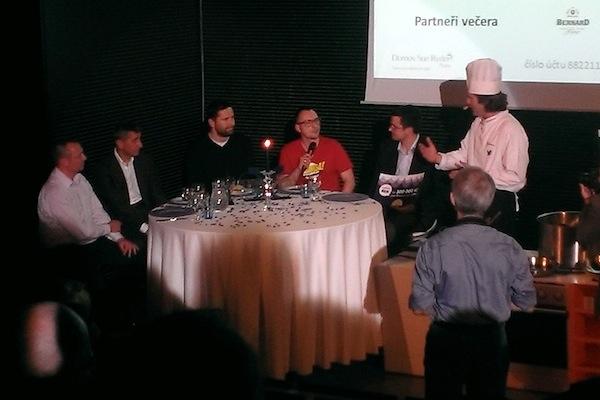 Zleva organizátor ankety Martin Frýdl, Andrej Babiš, Robert Záruba a v zastoupení Veselovského Miloslav Hamřík