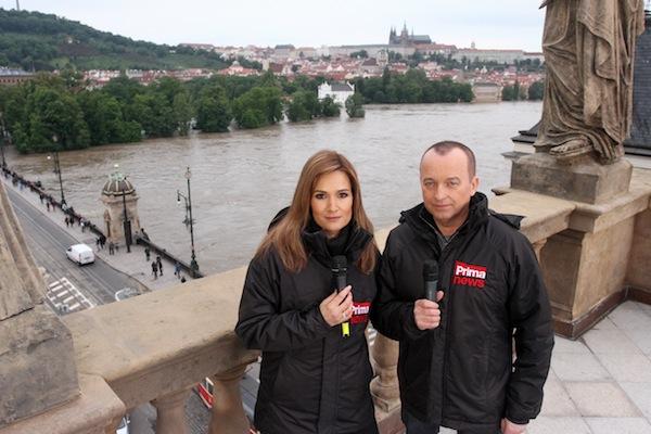 Tak to viděli diváci: Klára Doležalová a Karel Voříšek na střeše Národního divadla. Foto: TV Prima