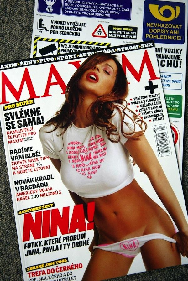 Časopis Maxim vyznává méně politicky korektní humor, viz samolepky k volnému použití. Foto: Profimedia.cz