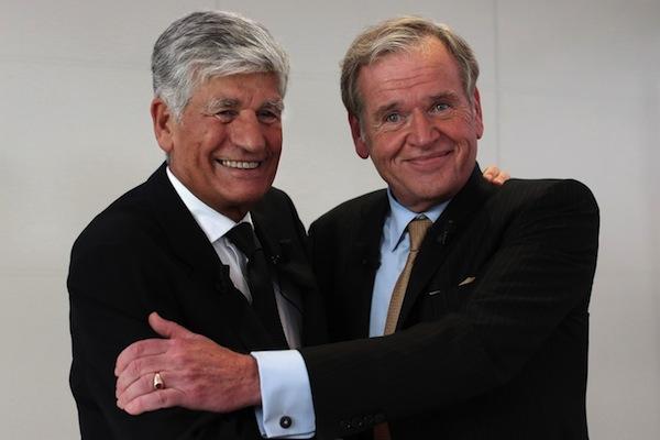 Šéf Publicisu Maurice Levy (vlevo) a Omnicomu John Wren při nedělní tiskové konferenci v Paříži. Foto: Profimedia.cz