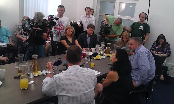 Babišovi lidé se dnes podruhé setkali s novináři, zájem byl větší než minule