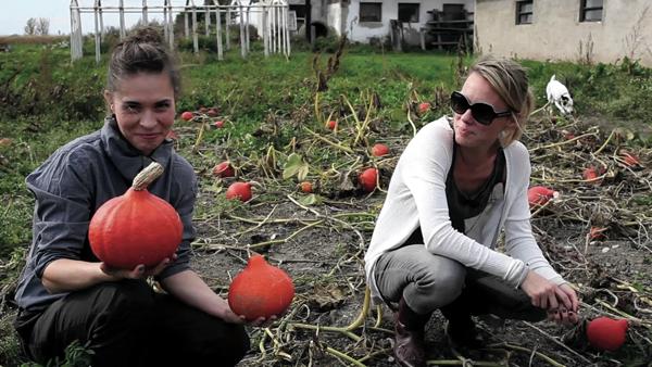 Kateřina Winterová a Linda Rybová v pořadu Herbář. Foto: ČT