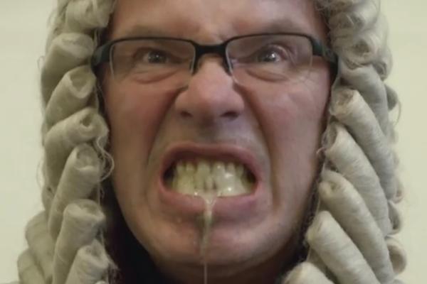 V neotřelém Řezníkově klipu Soudní proces vystupuje i Oto Klempíř