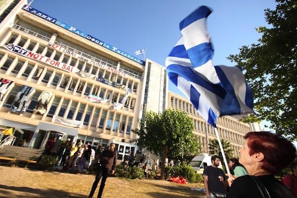 Řecká vláda zavřela veřejnoprávní televizi ve středu 12. června. Foto: Profimedia.cz, Corbis