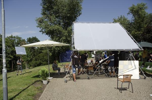 Filmaři rozbili stan v pražských Riegrových sadech