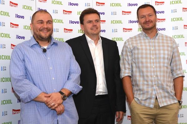 Petr Vladyka (vlevo) na tiskové konferenci ve čtvrtek 1. srpna ještě v jednom šiku s generálním ředitelem Martinem Konrádem (uprostřed) a šéfem internetových aktivit Primy Danielem Gruntem (vpravo)