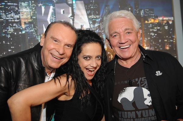 Prvními hosty Jiřího Krampola byli Lucie Bílá a Štefan Margita. Foto: TV Relax