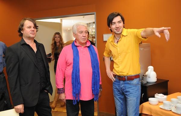 Zleva šéf televize Retro Pavel Attel, Jiří Krampol a šéf televize Relax Vladimír Jaške. Foto: TV Relax