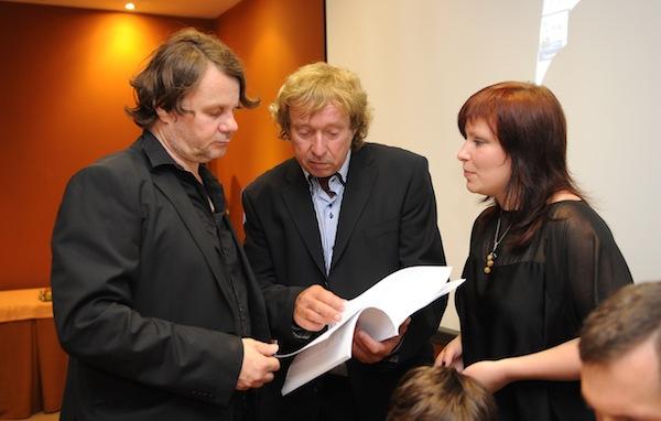 Pavel Attel a Radim Pařízek ladí noty před tiskovou konferencí. Foto: TV Relax